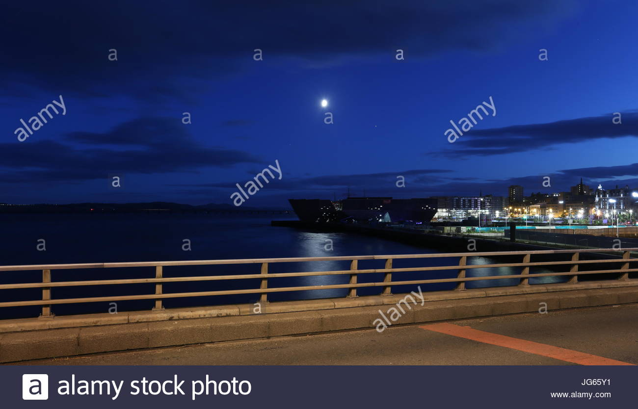 V & A design museum by moonlight Dundee Scotland  July 2017 - Stock Image