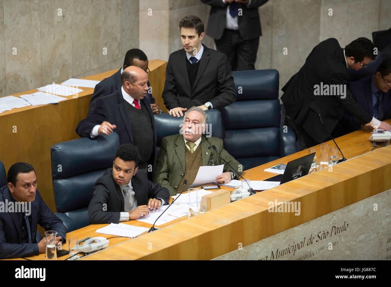 SÃO PAULO, SP - 03.07.2017: VEREADORES DISCUTEM VOTAÇÃO DA PL 367 - Councilors are discussing, on - Stock Image