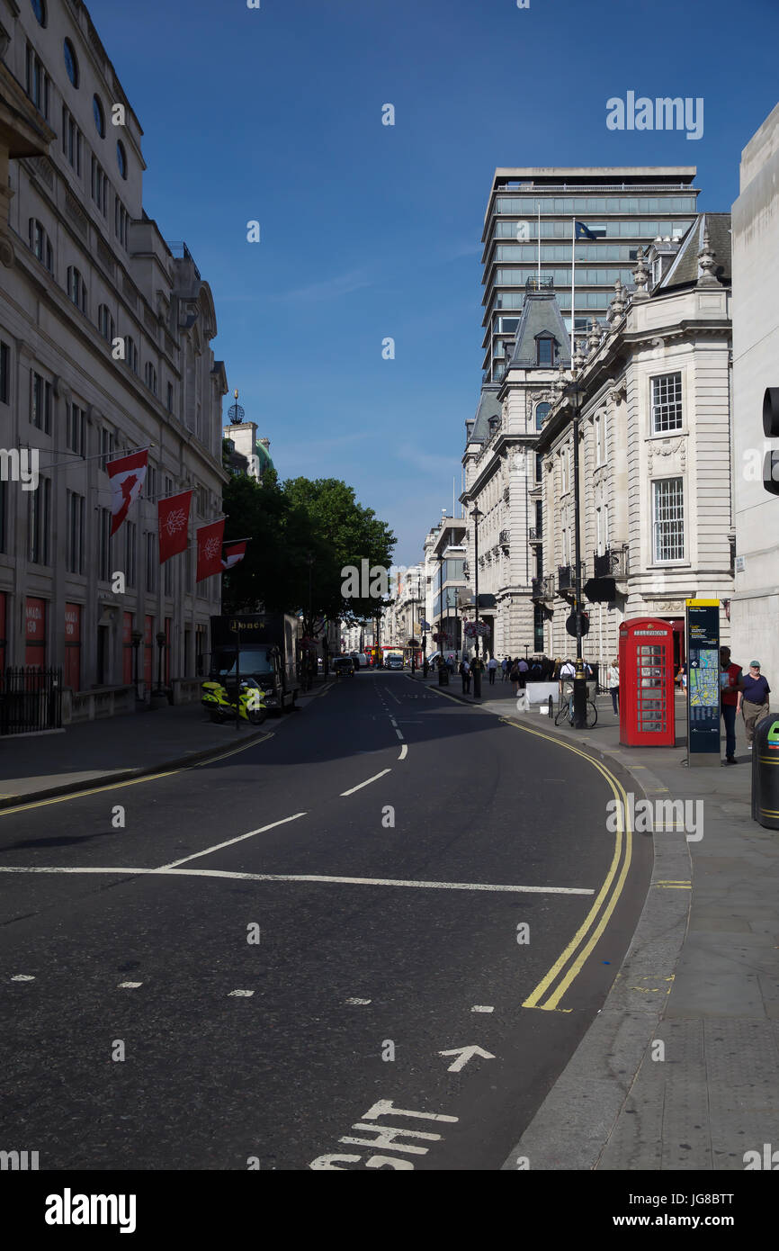 London, UK. 4th July, 2017. Blue Skies over London Credit: Keith Larby/Alamy Live News Stock Photo