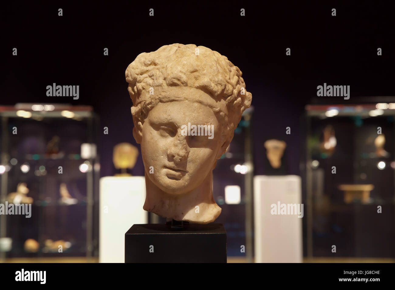 London, UK. 4th July, 2017. A Photocall took place ahead of the Bonhams Antiquities Sale on Thursday. A Roman marble Stock Photo