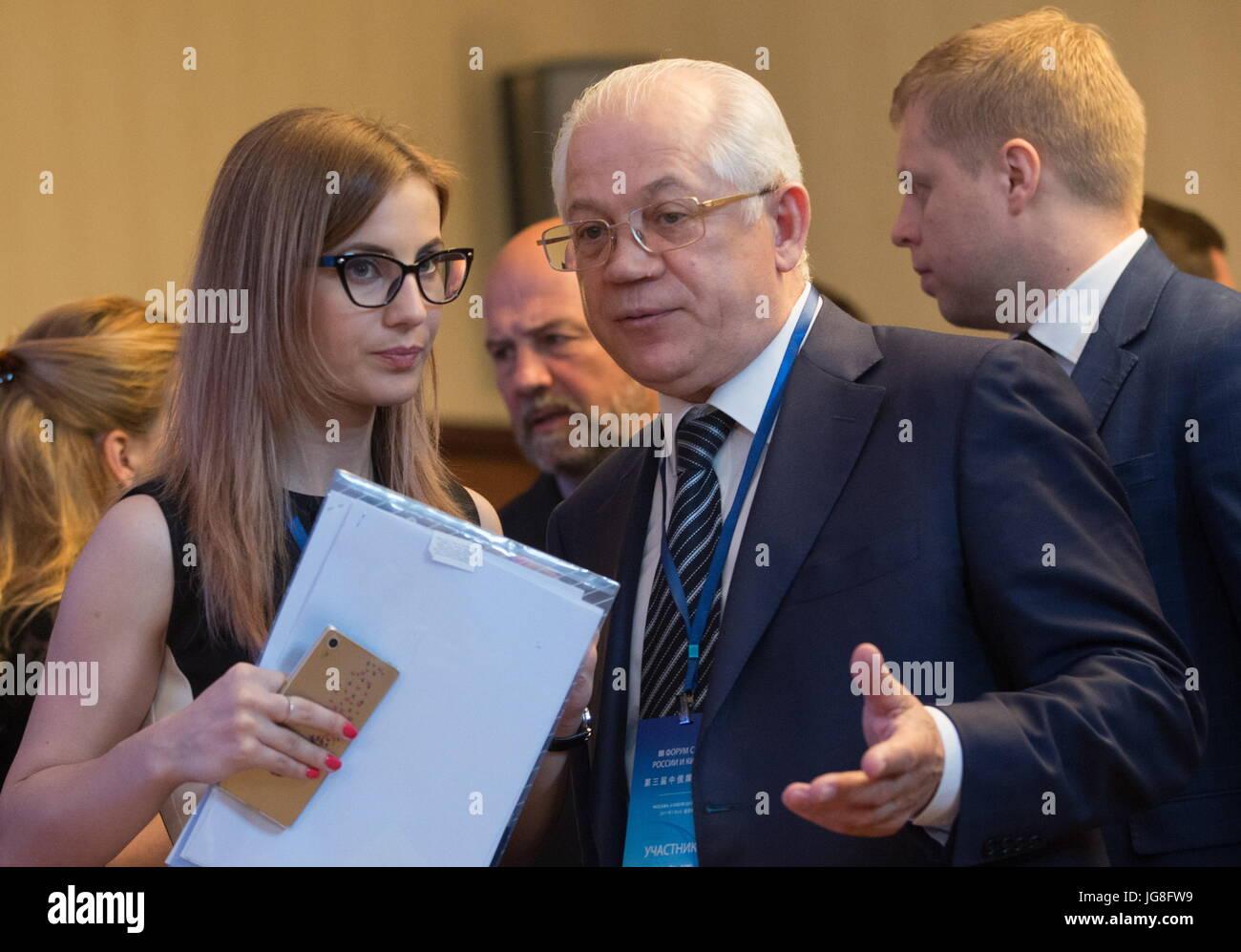 MOSCOW, RUSSIA – JULY 4, 2017: Pavel Negoitsa (C), General Director of the state-run Rossiyskaya Gazeta newspaper, - Stock Image