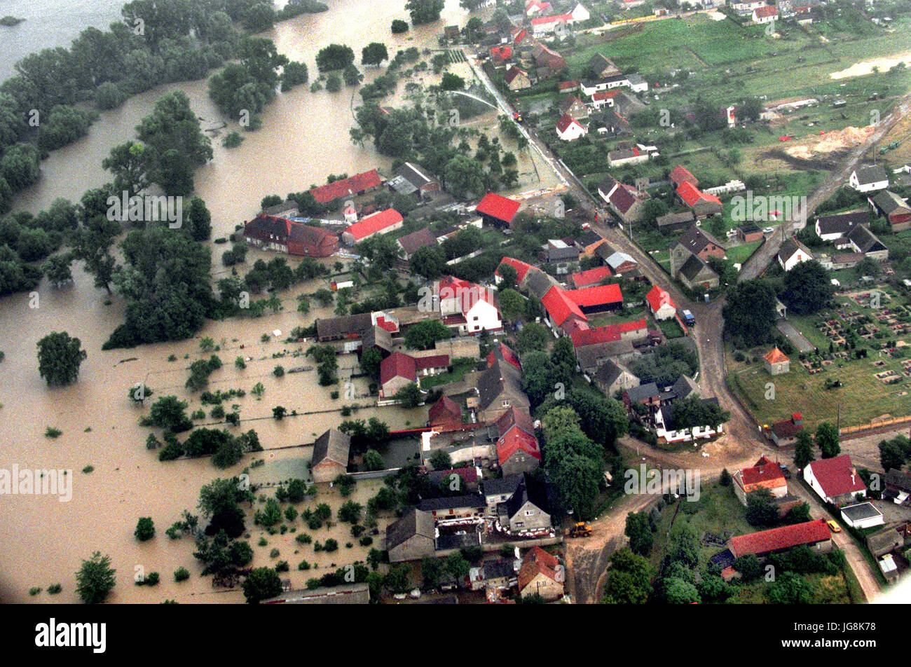 ARCHIVE - The view out of an airplane shows the flooded town Ratzdorf in the south of Eisenhuettenstadt, Germany, - Stock Image