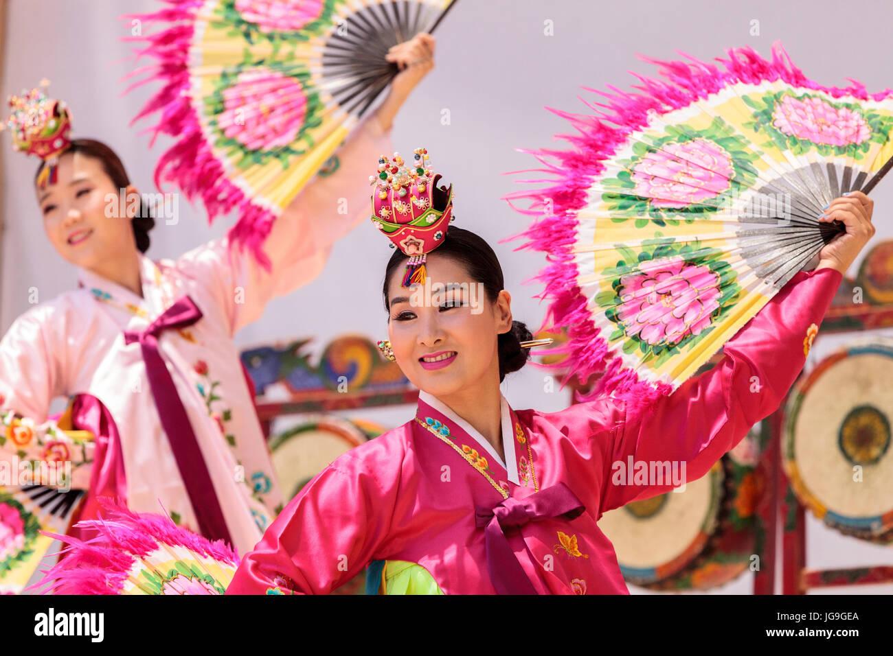 71e4cbdc1e0ba San Diego, CA, USA – July 1, 2017: Korean fan dance performed at the San  Diego Zoo Safari park. Editorial only.