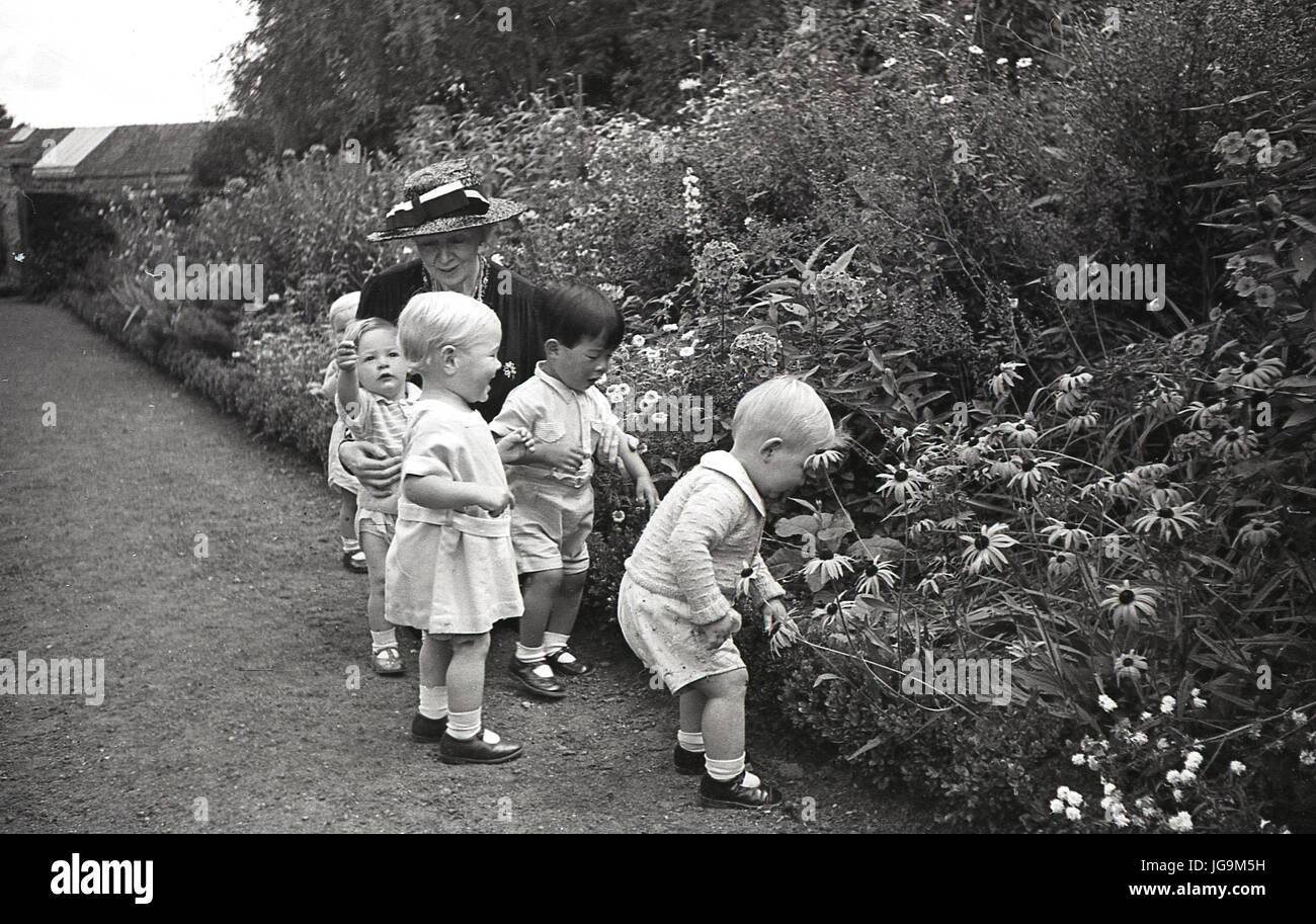 1940, England, wartime, In the grounds of Stanstead Hall, home of Lady Butler ( Sydney Courtauld) wife of Rab Butler, - Stock Image