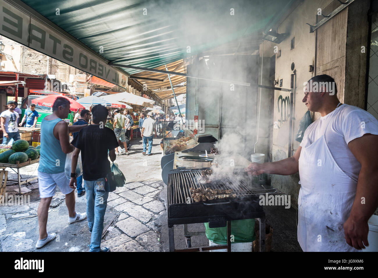 Street food vendor in The Ballaro Market in the Albergheria district of central Palermo, Sicily, Italy. - Stock Image