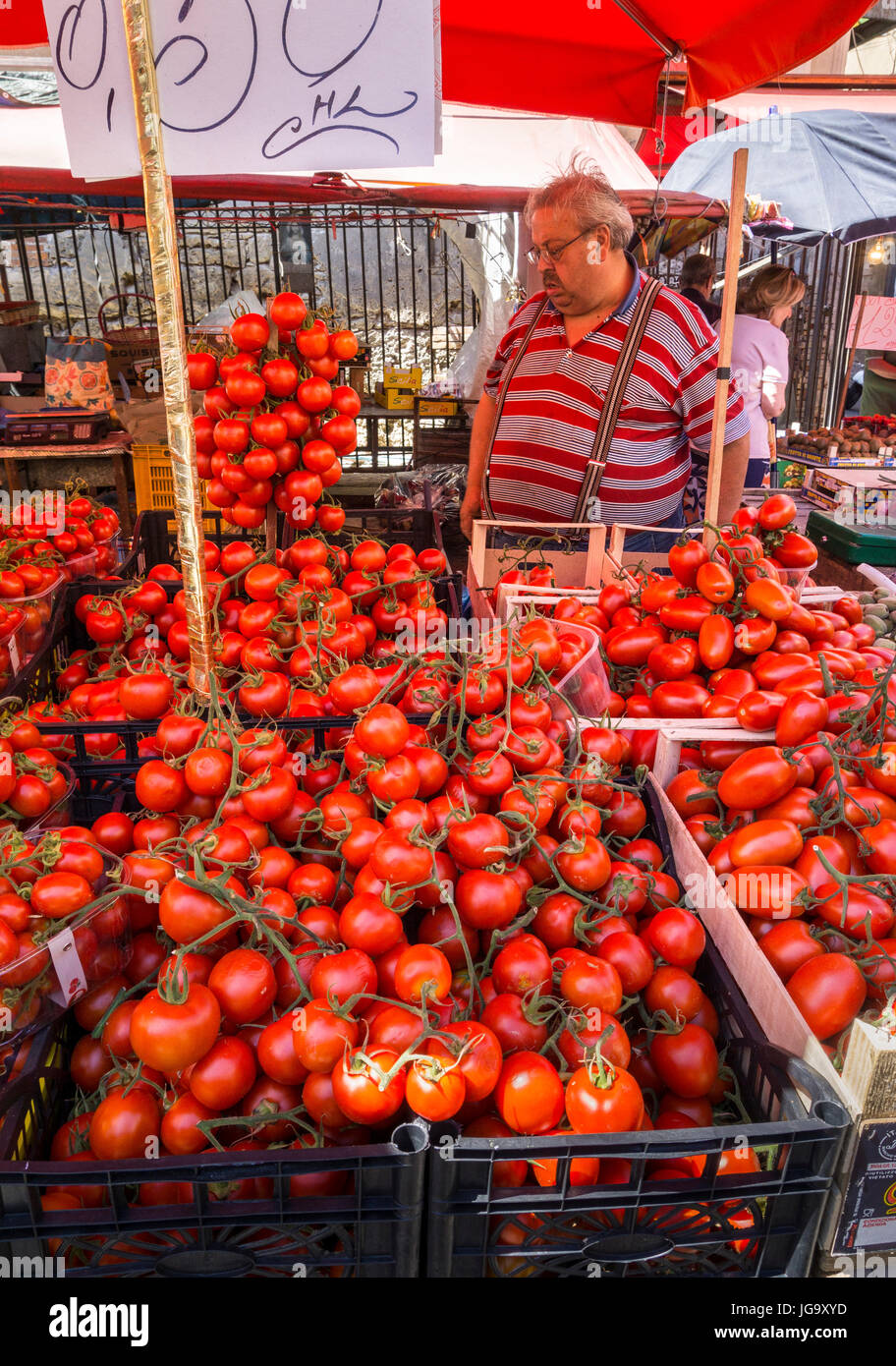 Varieties of tomatoes for sale in The Ballaro Market in the Albergheria district of central Palermo, Sicily, Italy. - Stock Image