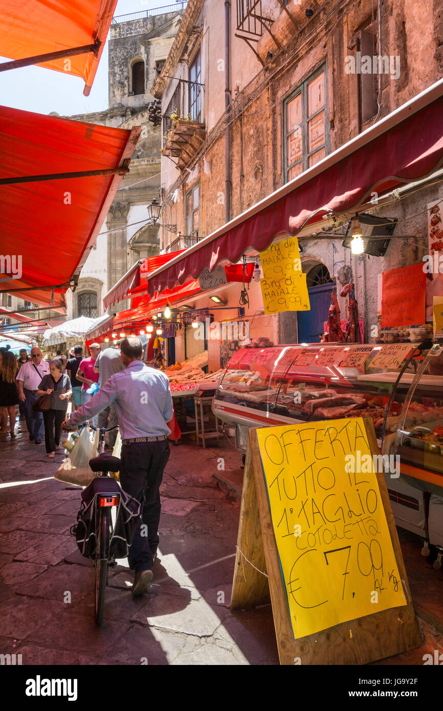 The Ballaro Market in the Albergheria district of central Palermo, Sicily, Italy. - Stock Image