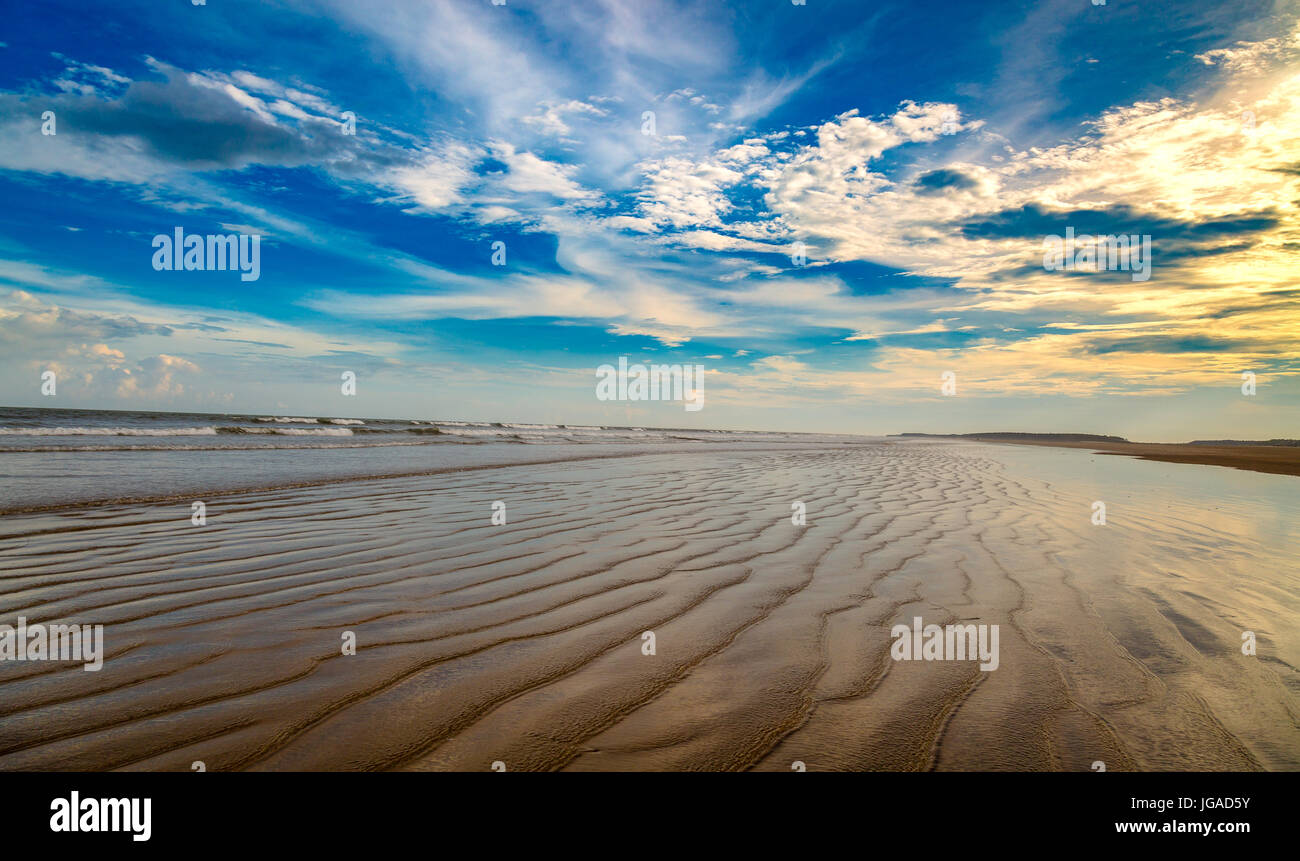 Moody sky with cloudscapes over Indian sea beach - Stock Image
