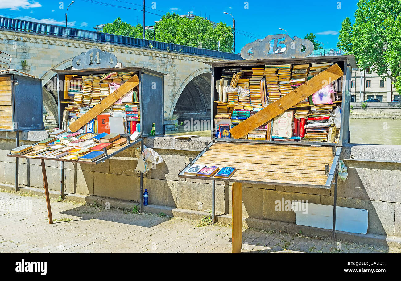 TBILISI, GEORGIA - JUNE 6, 2016: The old books in small stalls on embankment of Kura river next to the Dry Bridge, - Stock Image