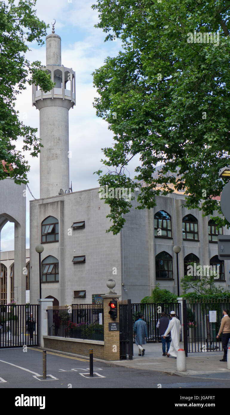 Muslim families going to pray at the Regent's Park mosque in London during Ramadan.England,UK - Stock Image