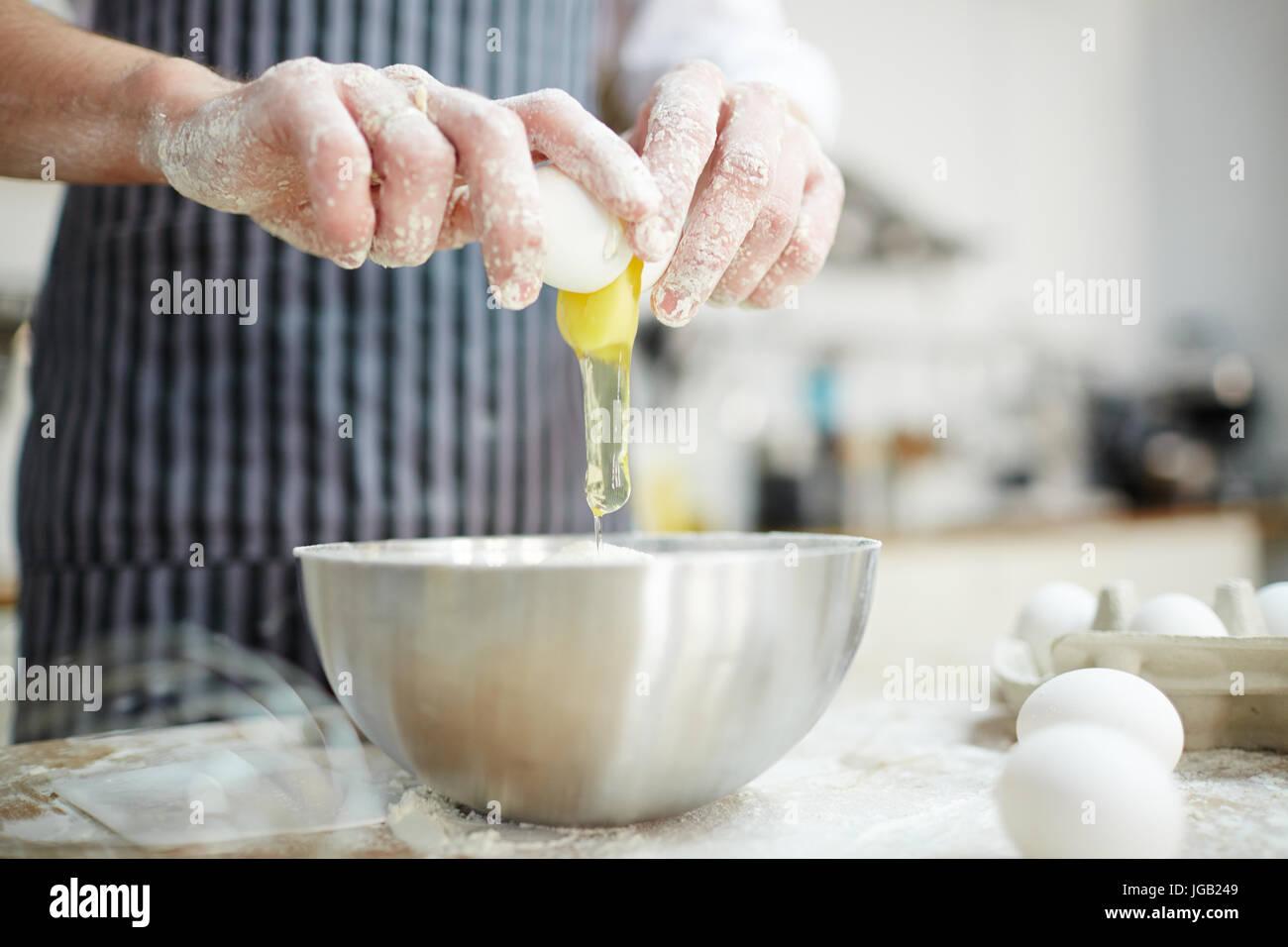 Breaking egg - Stock Image