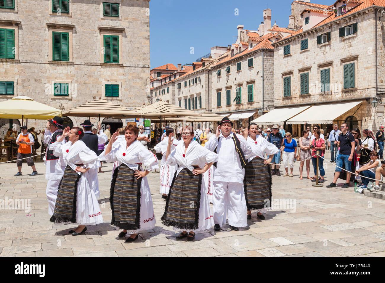 Croatia Dubrovnik Croatia Dalmatian coast tourists  local people folk dancing in national costume old town square - Stock Image