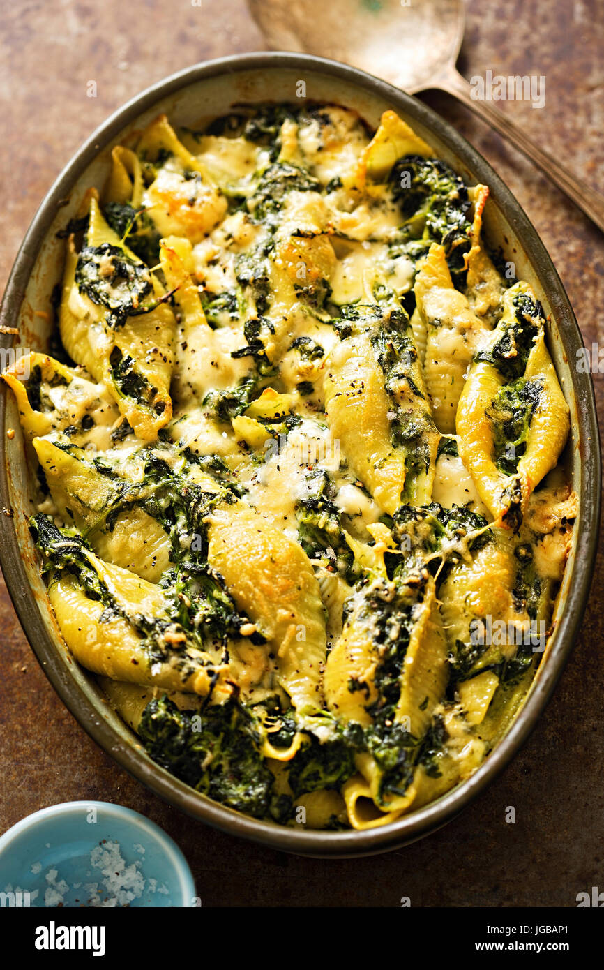 Spinach jumbo seashell pasta with parmesan and blue cheese bake - Stock Image