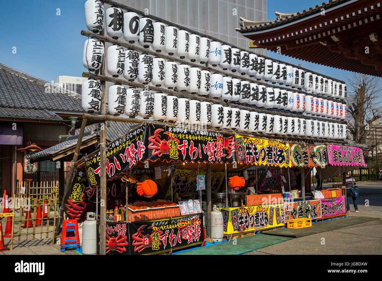 An outdoor food kiosk in Asakusa, Tokyo, Japan. - Stock Image