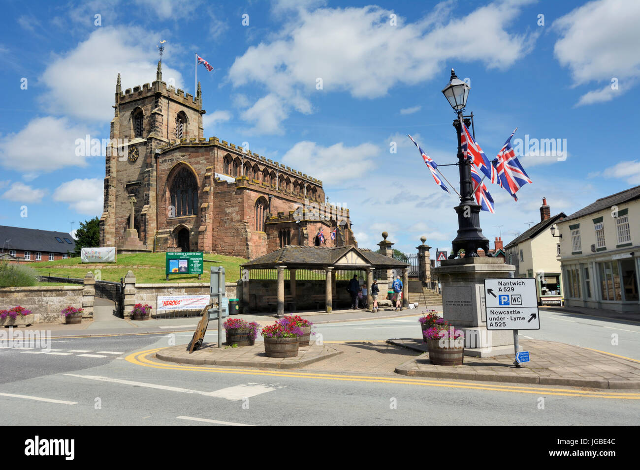 St. James church in the Cheshire town of Audlem close to the Shropshire border. The Shropshire Union canal passes - Stock Image