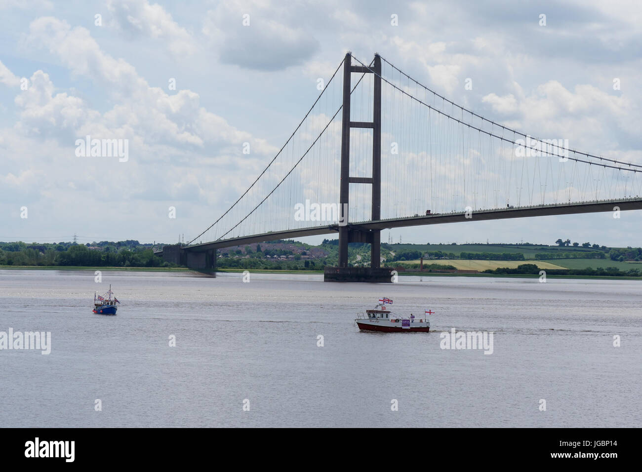 fishing boats supporting leave the European Union referendum campaign Seen at The Humber Bridge. Part of the protest - Stock Image