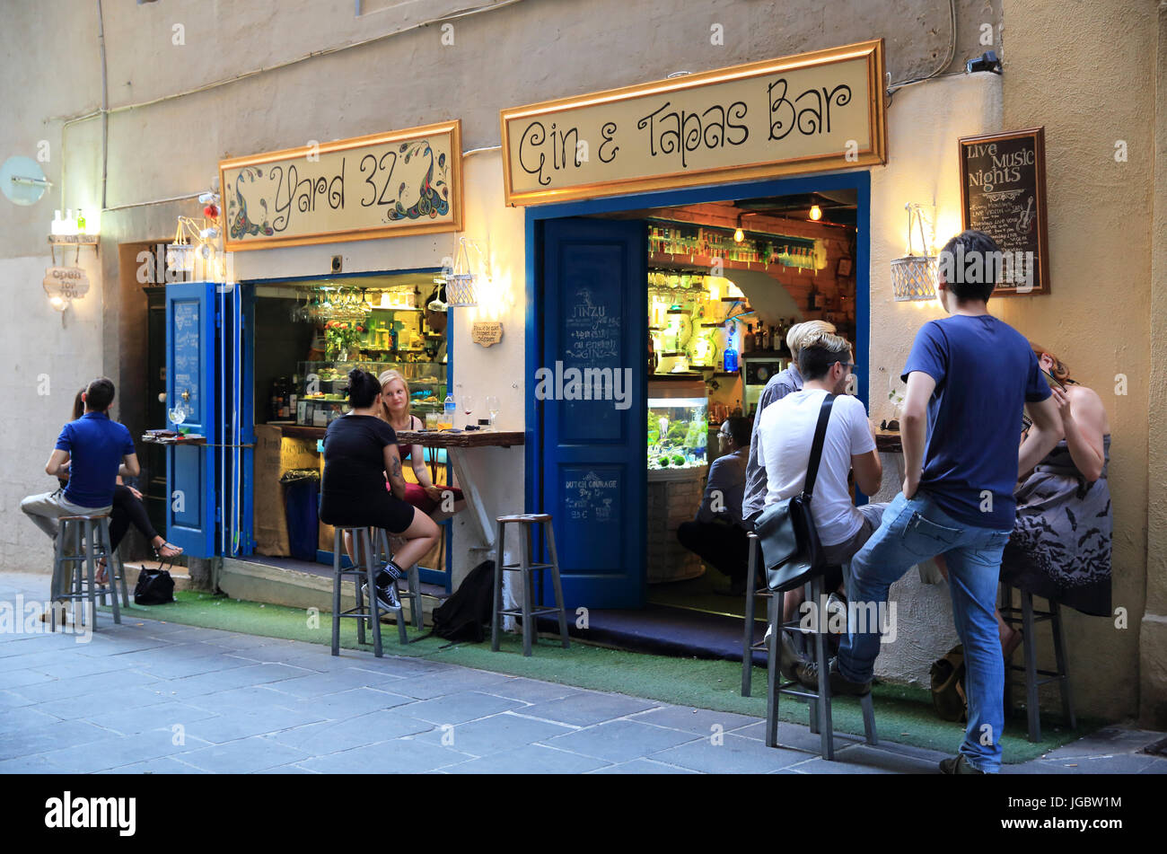 Trendy Yard 32 Gin & Tapas bar on the once notorious Strait Street, a backstreet in Valletta, Malta - Stock Image
