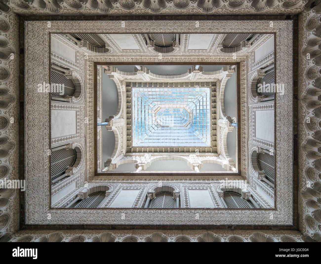 Architecture of the Patio de las Munecas in the Alcazar, Seville, Andalucia, Spain. Stock Photo