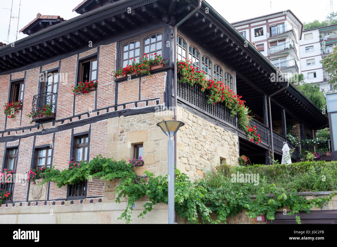 In the centre of Pasajes (Guipuzkoa - Spain), an imposing and colourful Basque house. - Stock Image