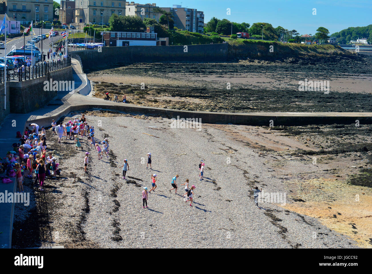Clevedon Beach, UK. 5th July, 2017. UK Weather. On a Hot and sticky day in Clevedon people and school trip are enjoying - Stock Image