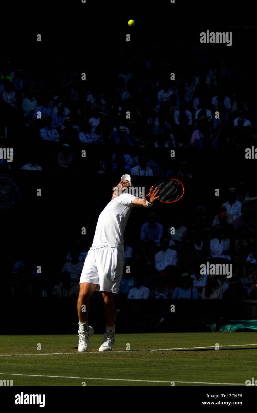 London, UK. 05th July, 2017.  Andy Murray of Great Britain serving during his second round match at Wimbledon against - Stock Image