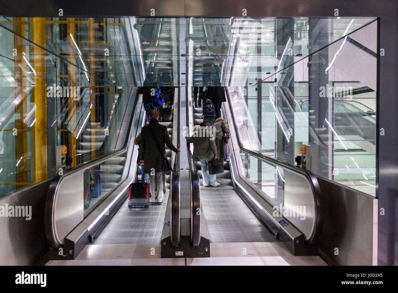 T5 Heathrow Airport escalators,  by architects Richard Rogers Partnership  England, UK - Stock Image
