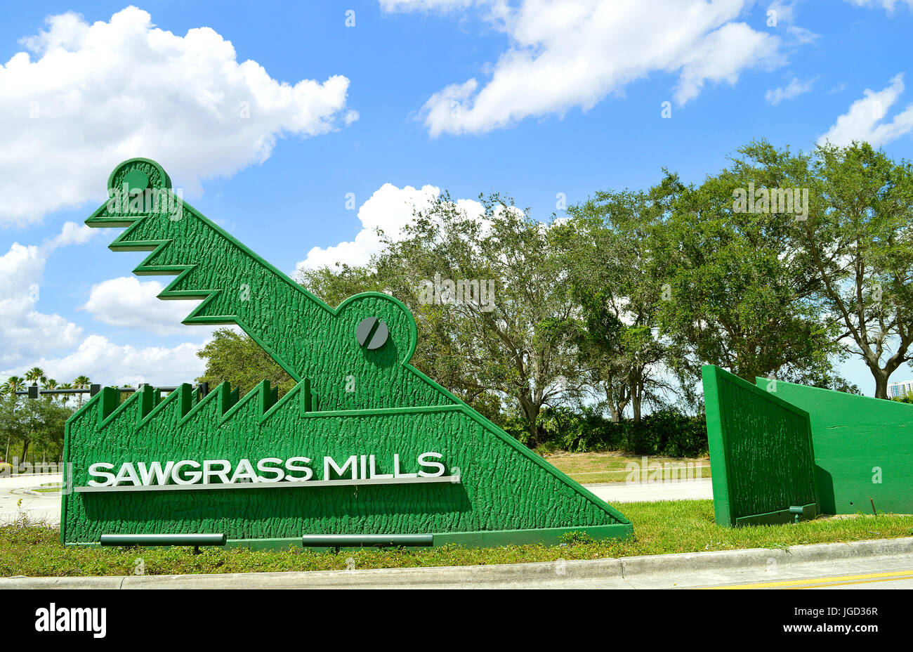 Sawgrass Mills sign at the entrance to the shopping mall - Stock Image