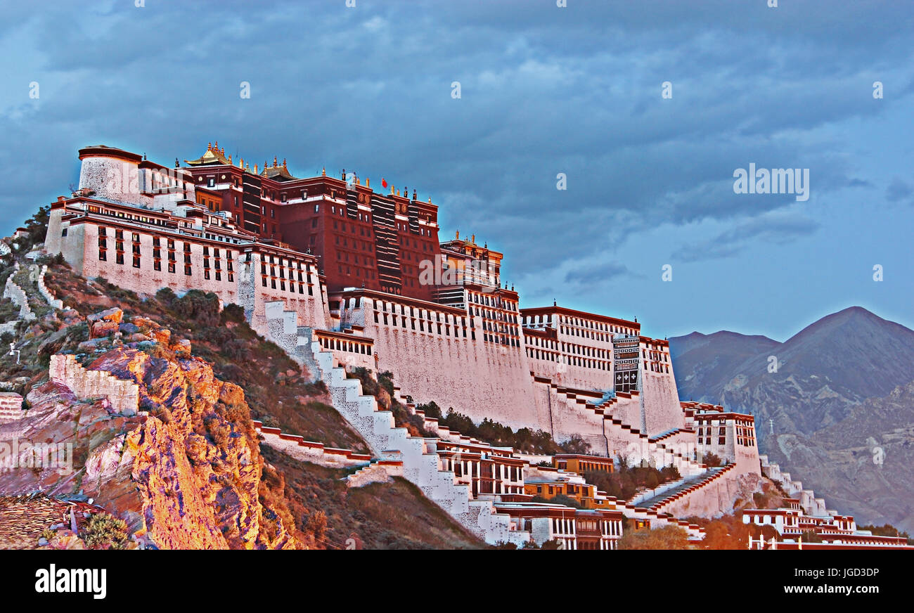 Twilight Scene of Potala Palace in Lhasa, Tibet Autonomous Region. Former Dalai Lama residence, now is a museum - Stock Image
