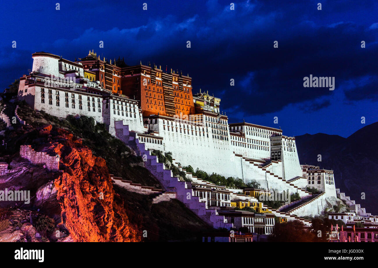 Night Scene of Potala Palace in Lhasa, Tibet Autonoouus Region. Former Dalai Lama resience, now is a museum and - Stock Image