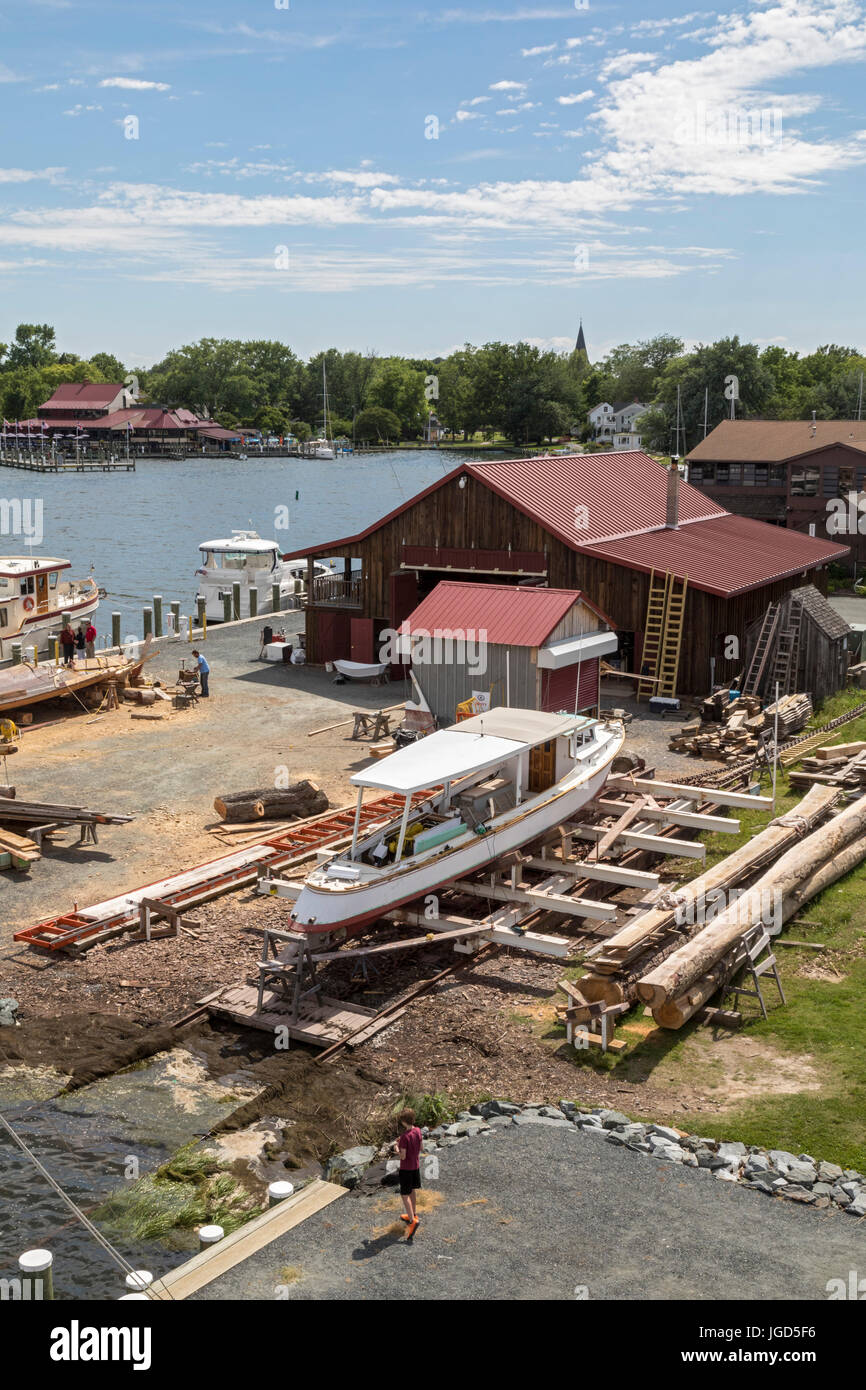 St. Michaels, Maryland - The boatyard at the Chesapeake Bay Maritime Museum. The museum includes a working boatyard, - Stock Image