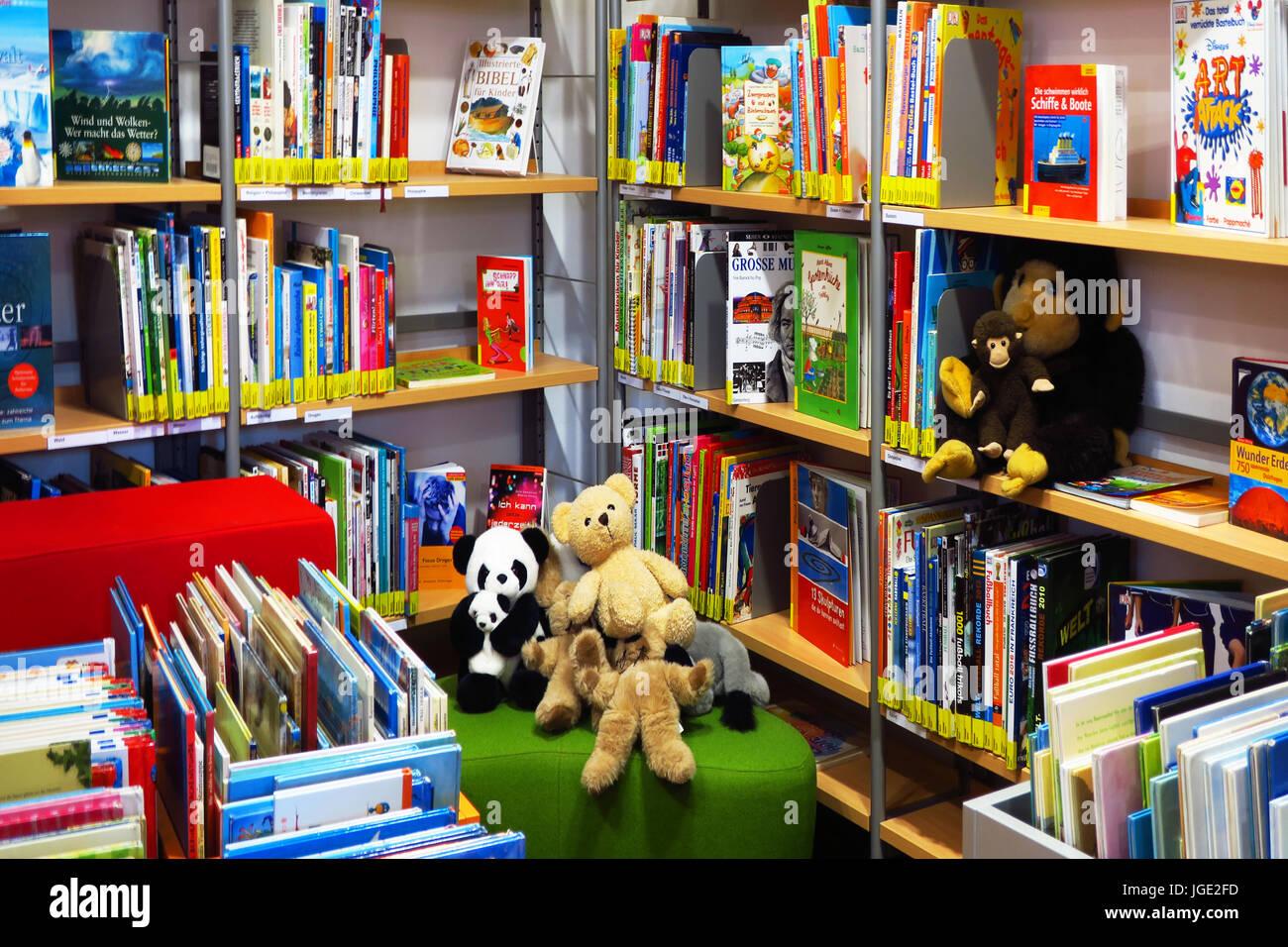 Books, library, read, book, paperback, paperbacks, shelve, bookshelf, children's books                                  , Buecher, Buecherei, lesen, B Stock Photo