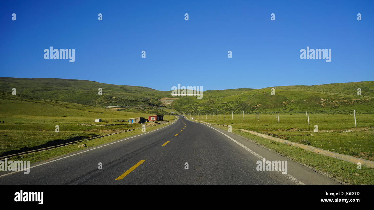 Mountain scenery with highway in Kham Tibetan, Sichuan, China. Kham is one of the 3 main traditional regions of - Stock Image