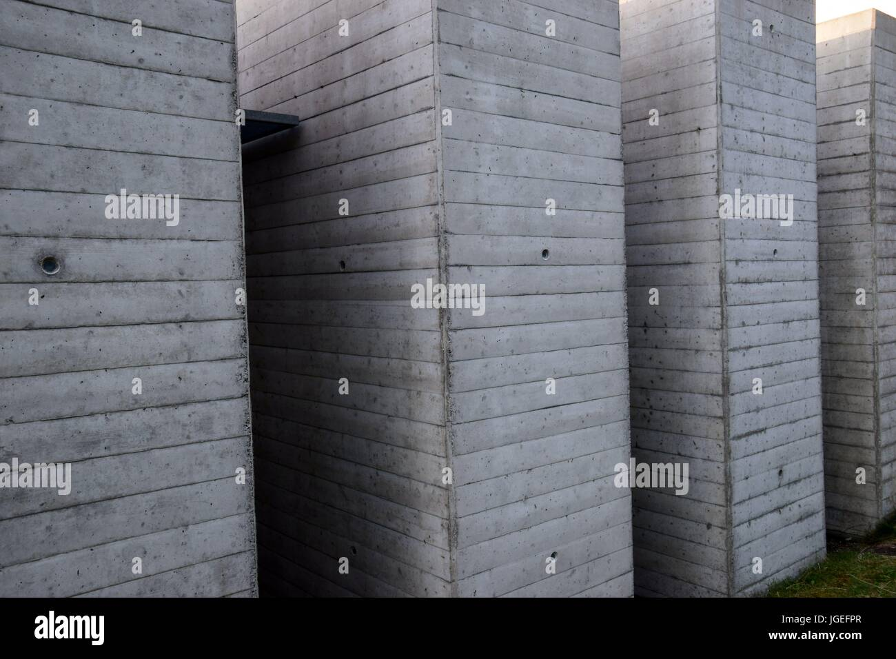 Betonwände mit Metall, concrete wall with metal, Brutalismus Stock Photo