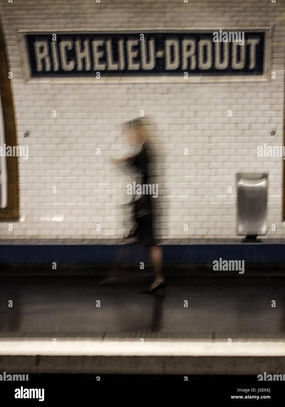 PARIS FRANCE -  METRO STATION RICHELIEU DROUOT SILHOUETTE - PARIS METRO © Frédéric BEAUMONT - Stock Image