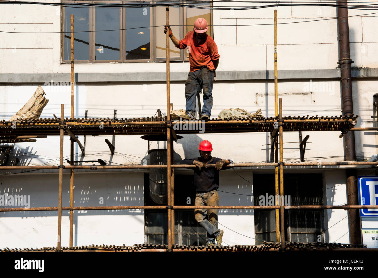 Chinese workers on scaffolding, Shanghai, China. Stock Photo