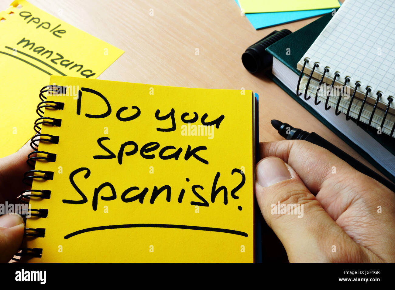 Do you speak Spanish? written in a note. - Stock Image