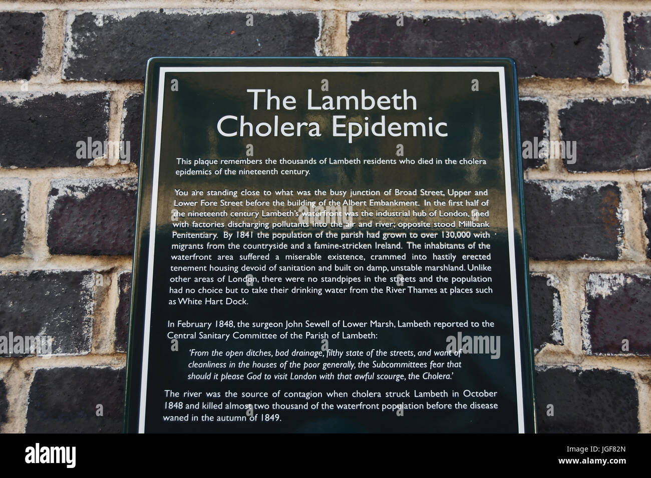 wall plaque commorating and describing the mid-1800s outbreak of cholera in lambeth, london, england - Stock Image