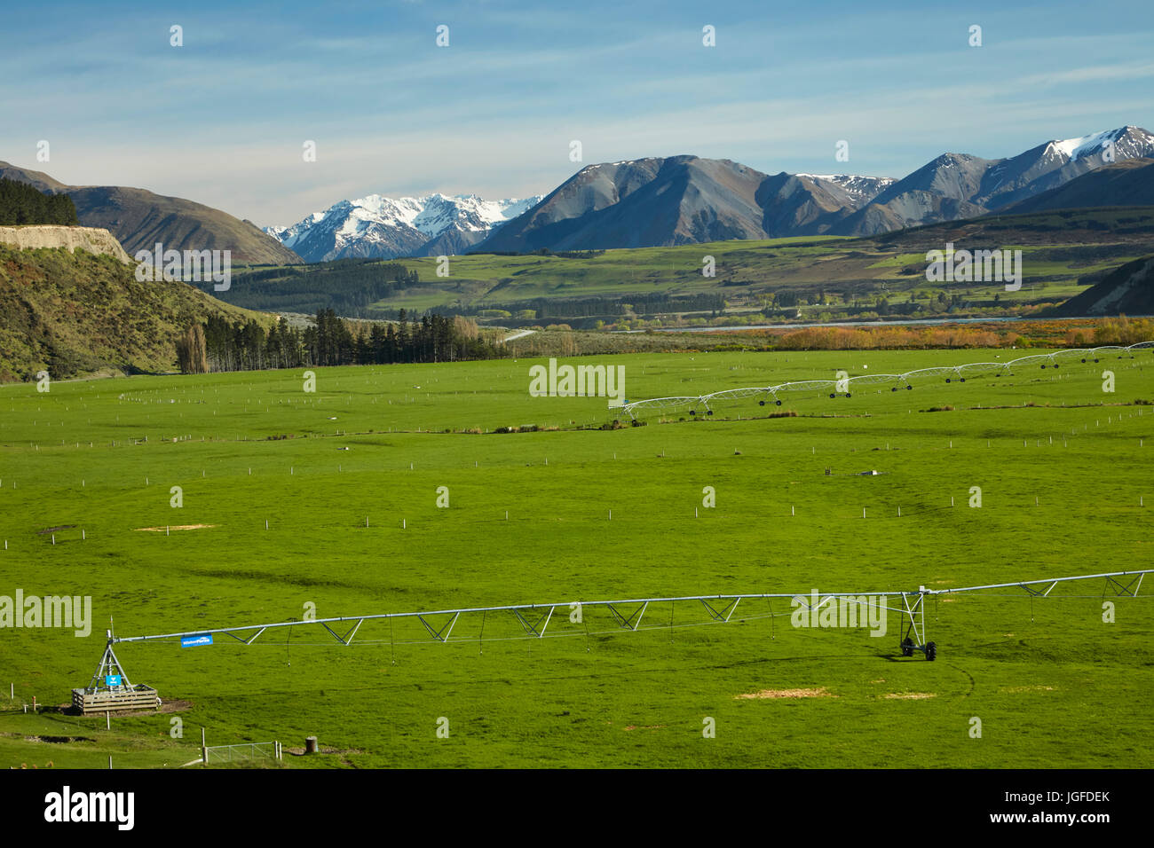 Centre pivot irrigators and farmland and Upper Rakaia River, Mid Canterbury, South Island, New Zealand - Stock Image
