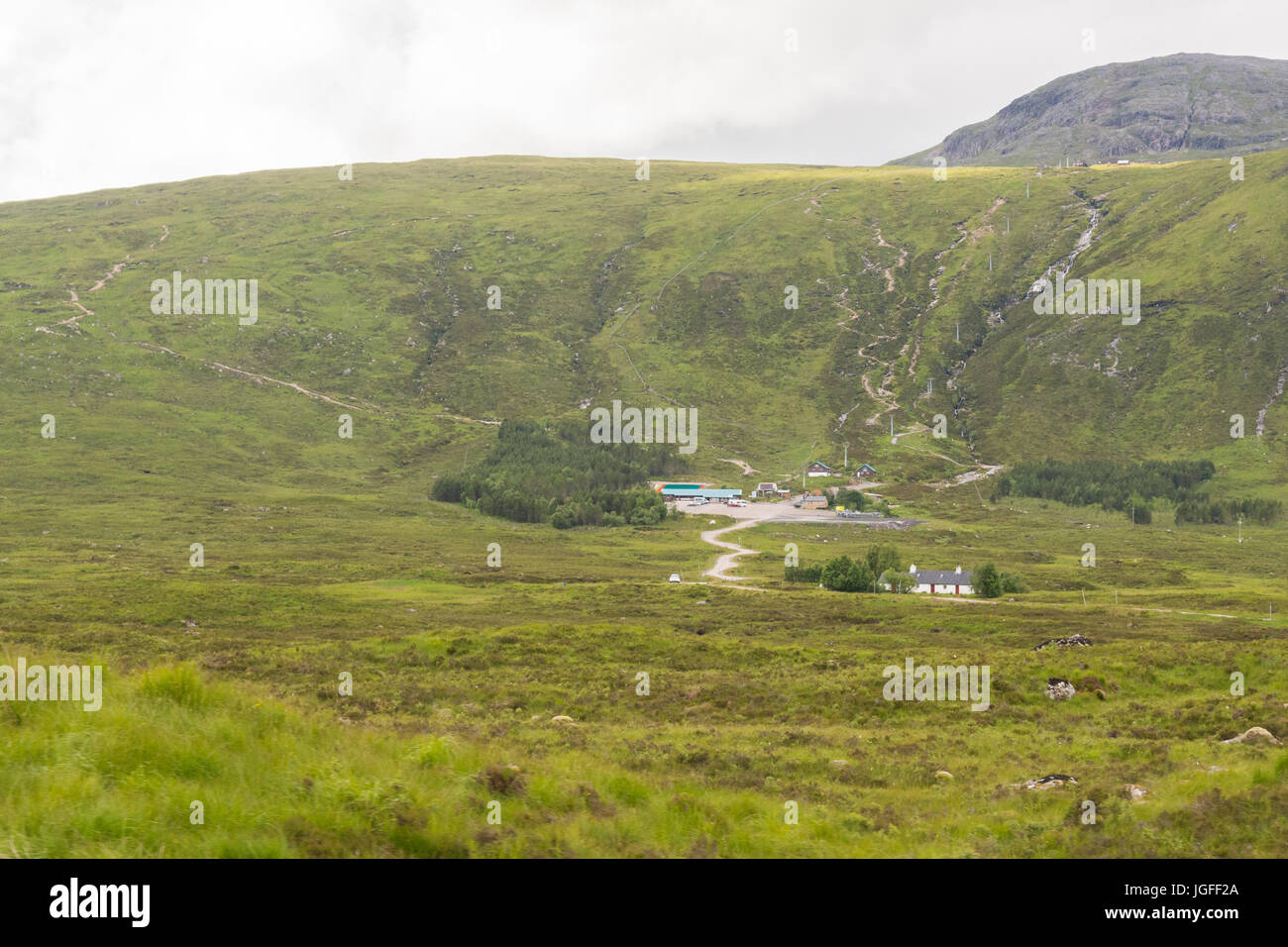 Glencoe Mountain Resort - with downhill mountain bike tracks  - and Black Rock Cottage in the foreground - Stock Image