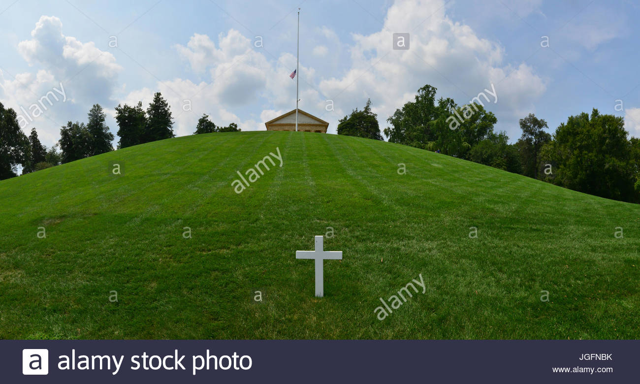 The cross above Robert F. Kennedy's grave below Arlington House. - Stock Image