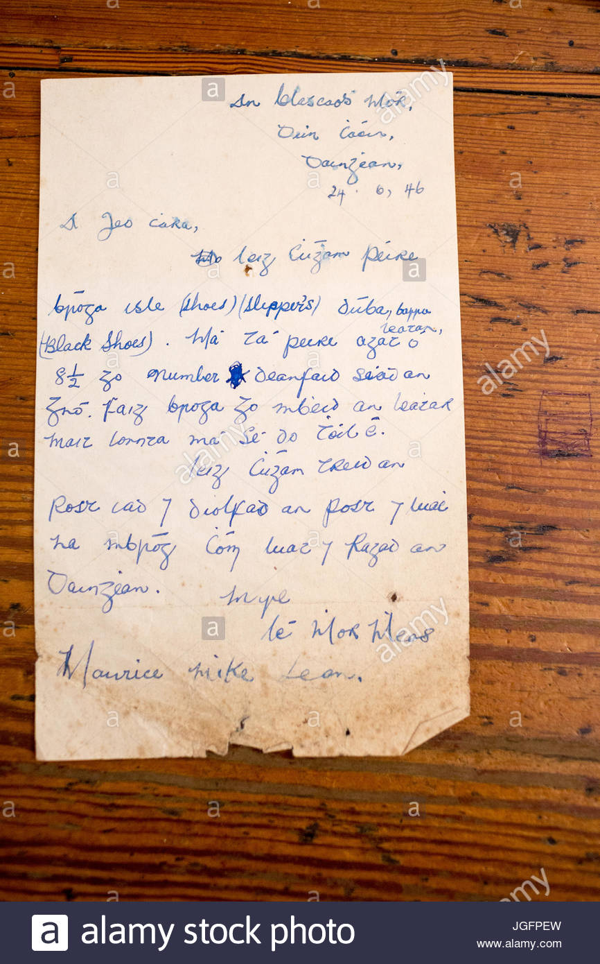 Inside the J. Curran pub in Dingle, a letter, one of many mementos from Irish emigrants. - Stock Image