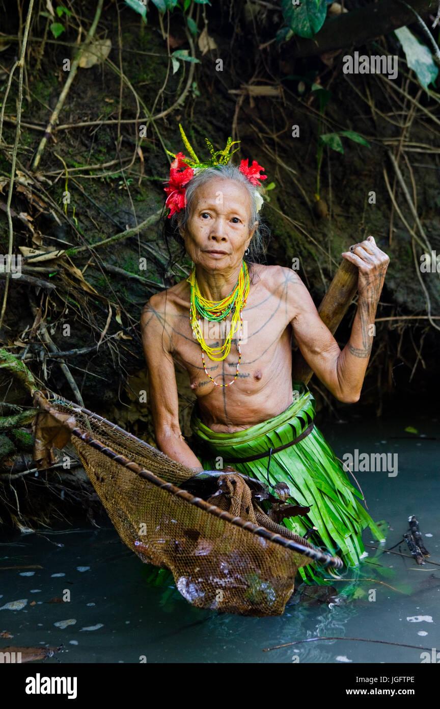 MENTAWAI PEOPLE, WEST SUMATRA, SIBERUT ISLAND, INDONESIA – 16 NOVEMBER 2010: Women Mentawai tribe fishing. - Stock Image