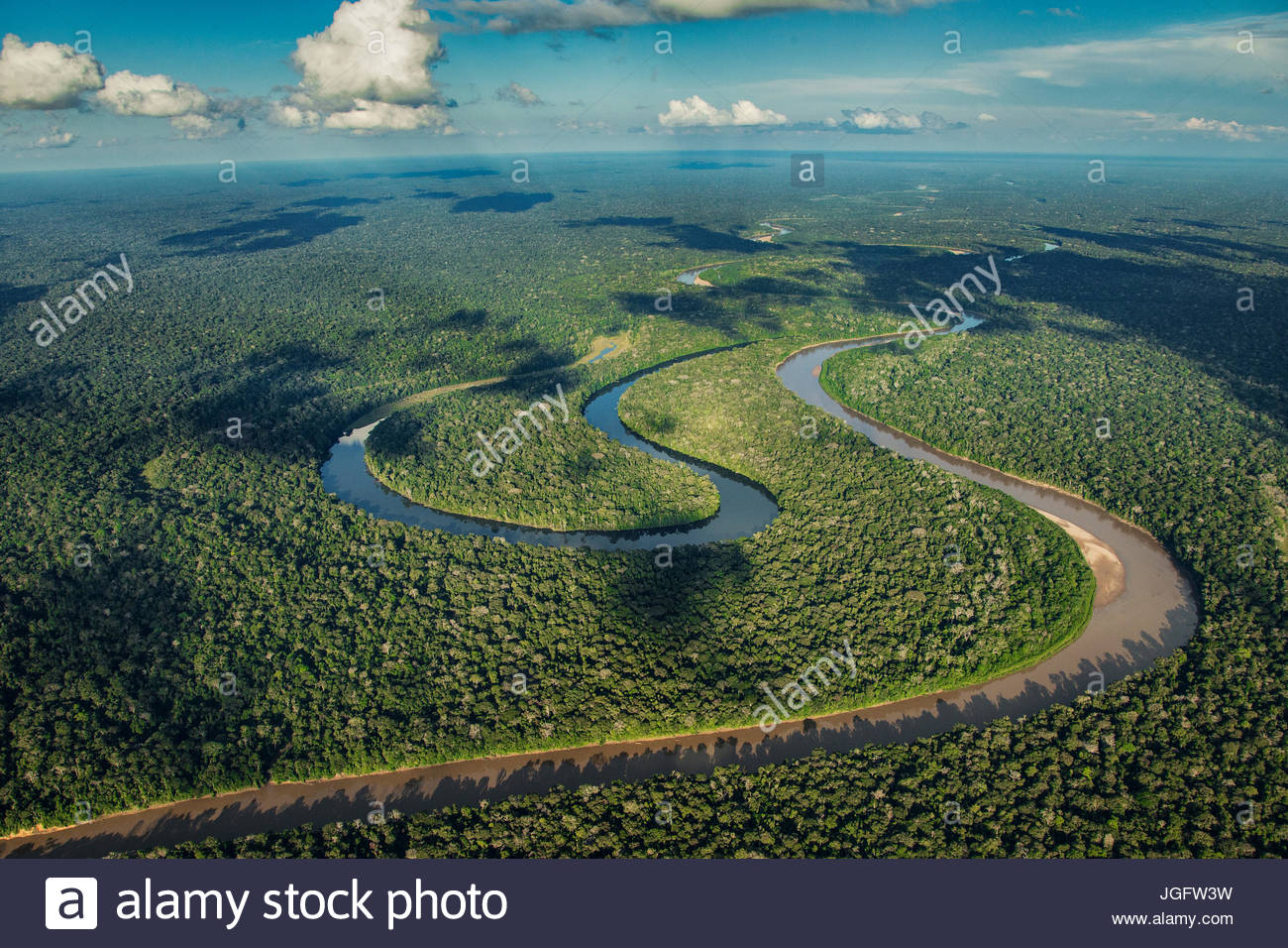 The Manu River winds past an oxbow lake, Cocha Salvador, in Manu National Park. - Stock Image