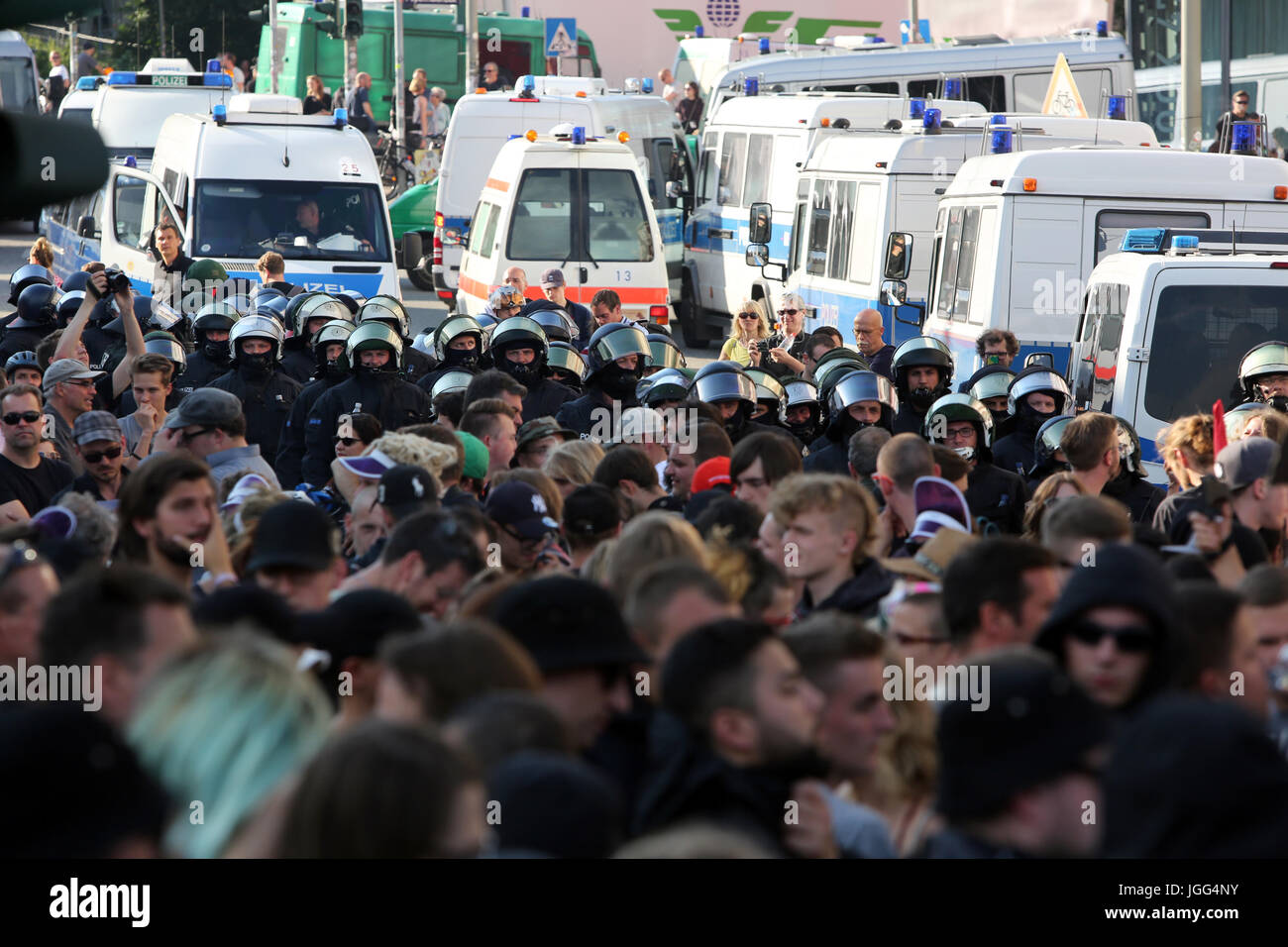 Hamburg, Germany. 6th July, 2017. Demonstrators march through the streets of Hamburg in protest of the G20 summit, Stock Photo
