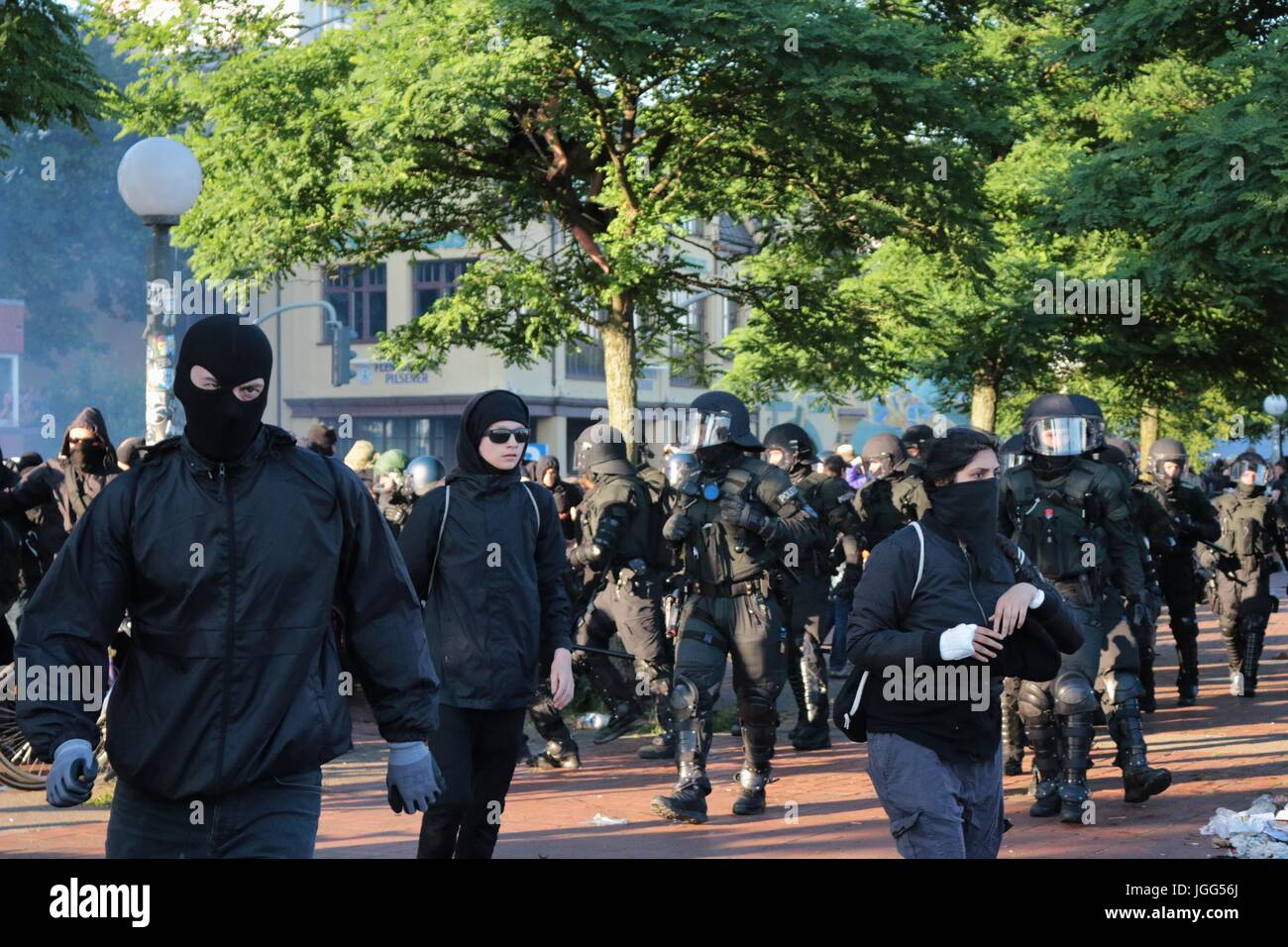 Hamburg, Germany. 6th July, 2017. Protesters flee as riot police crack down on an anti g20 protest Credit: Conall Stock Photo