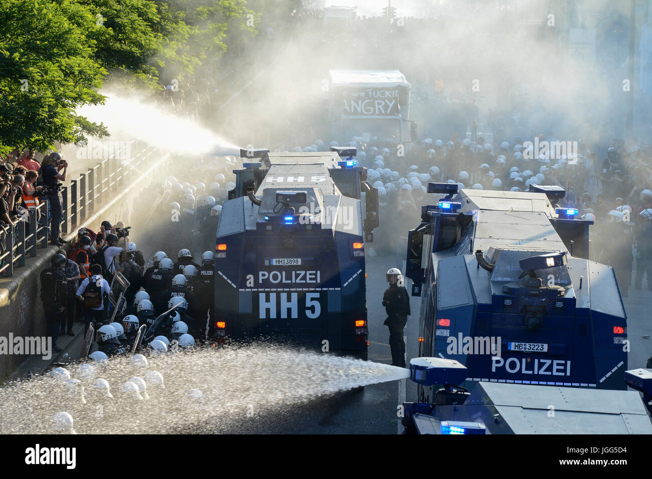 Hamburg, Germany. 6th July, 2017. protest rally 'G-20 WELCOME TO HELL' against G-20 summit , police actions - Stock Image