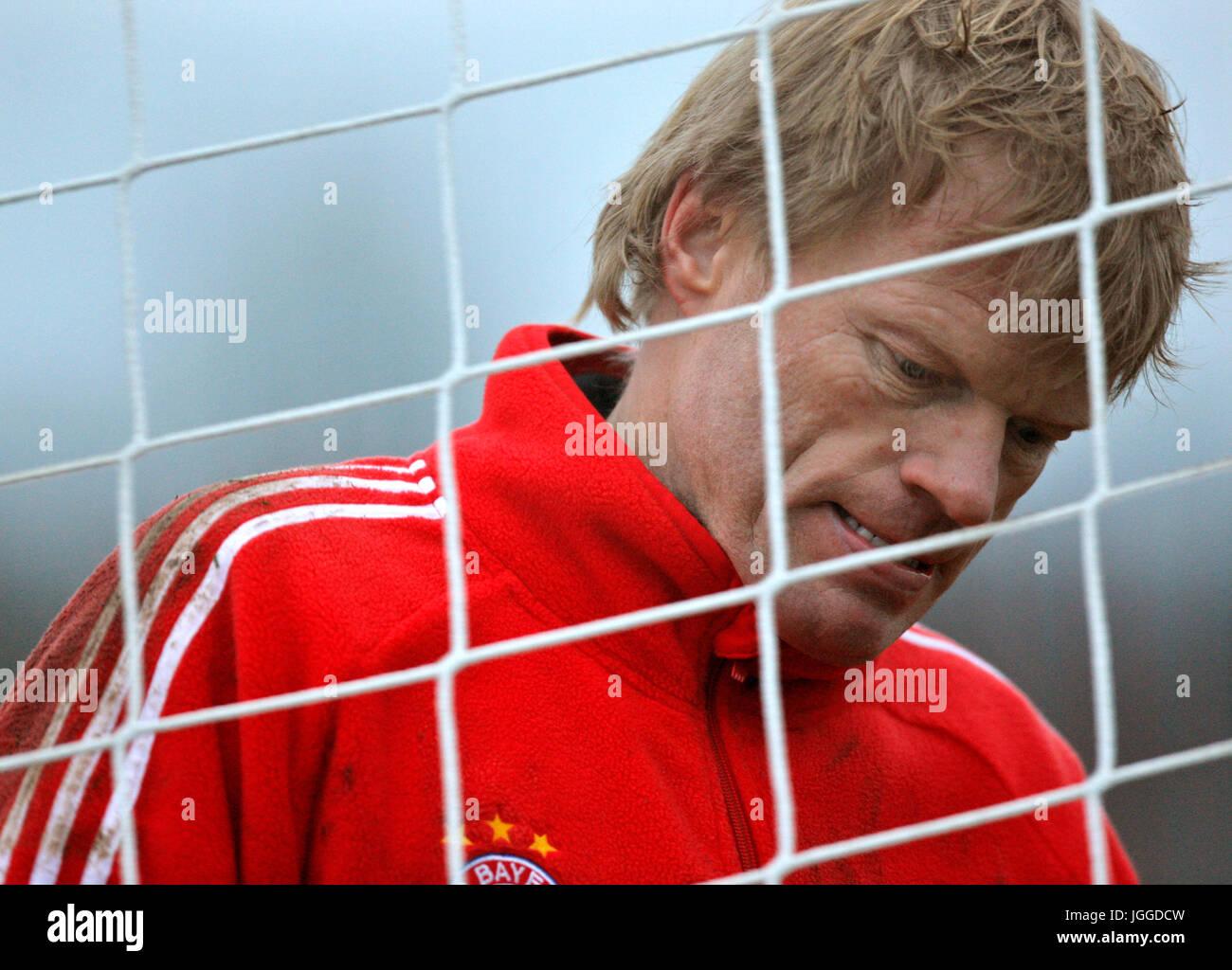 Archivbild! 11.12.2007, FC Bayern München Training an der Säbener Strasse,  Torwart Oliver KAHN (Bayern) pessimistisch Stock Photo