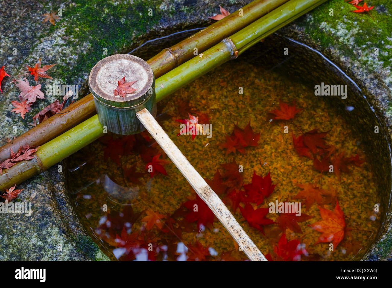 Water dipper on a stone basin at Koto-in Temple in Kyoto, Japan - Stock Image