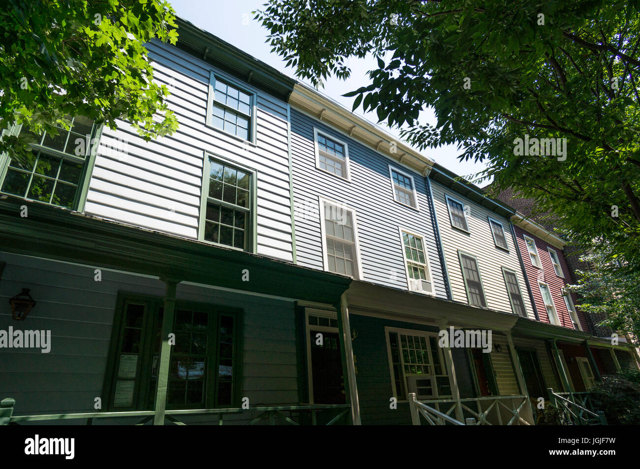 19th century row houses with wood siding and flat roofs on Columbia Place in the Brooklyn Heights in New York City - Stock Image