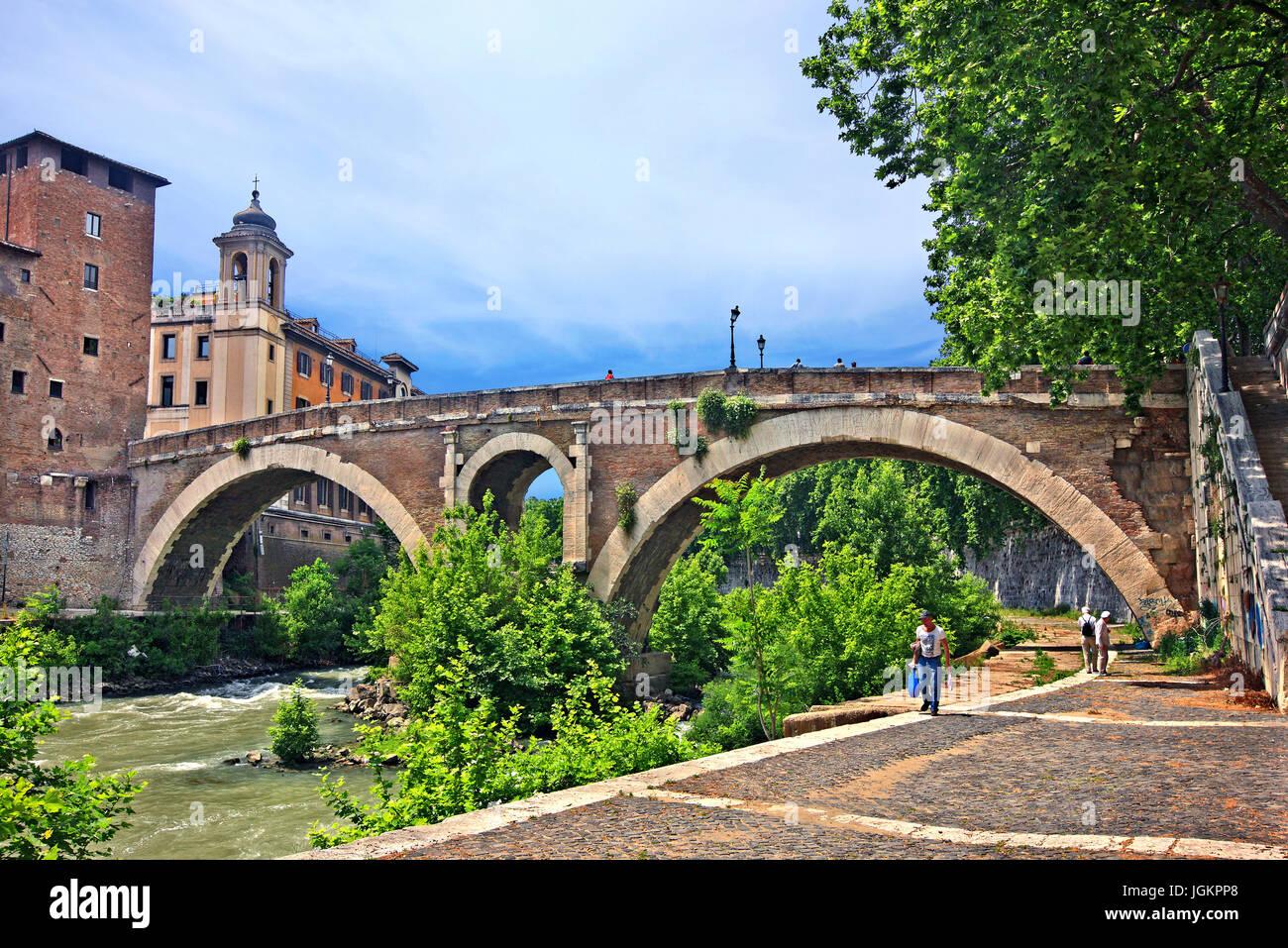 The Pons Fabricius (Italian: Ponte Fabricio, meaning 'Fabricius' Bridge') or Ponte dei Quattro Capi, - Stock Image